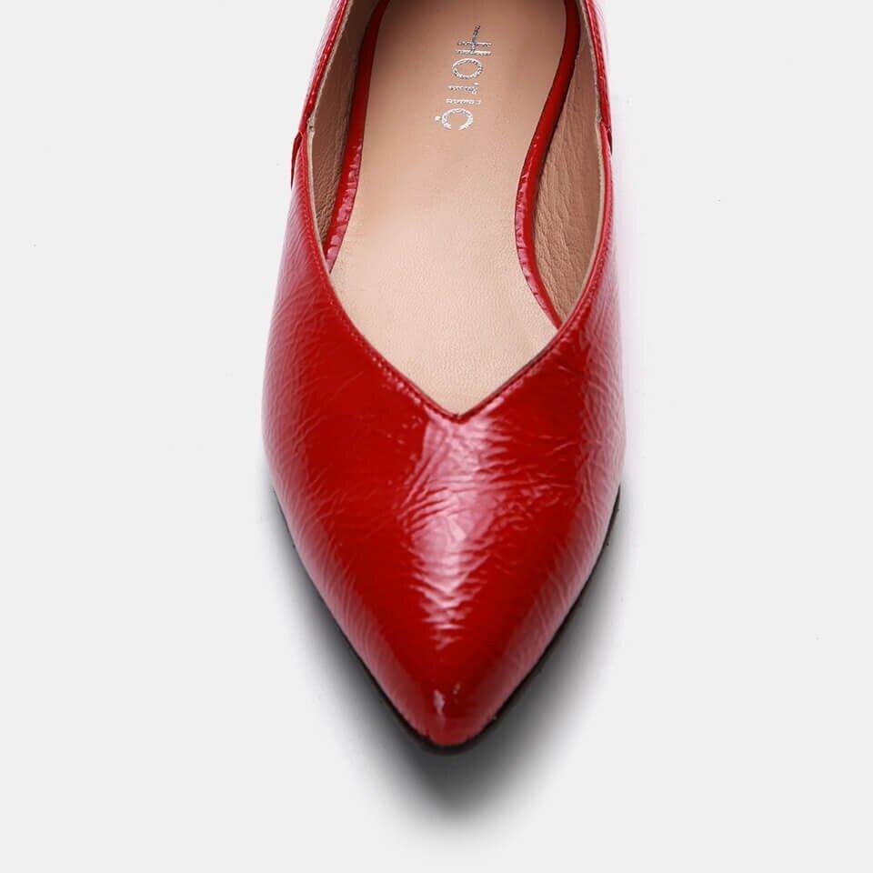 resm  Kırmızı Kadın Babet