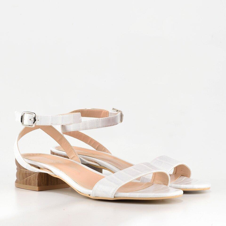 resm Beyaz Kadın Düz Sandalet