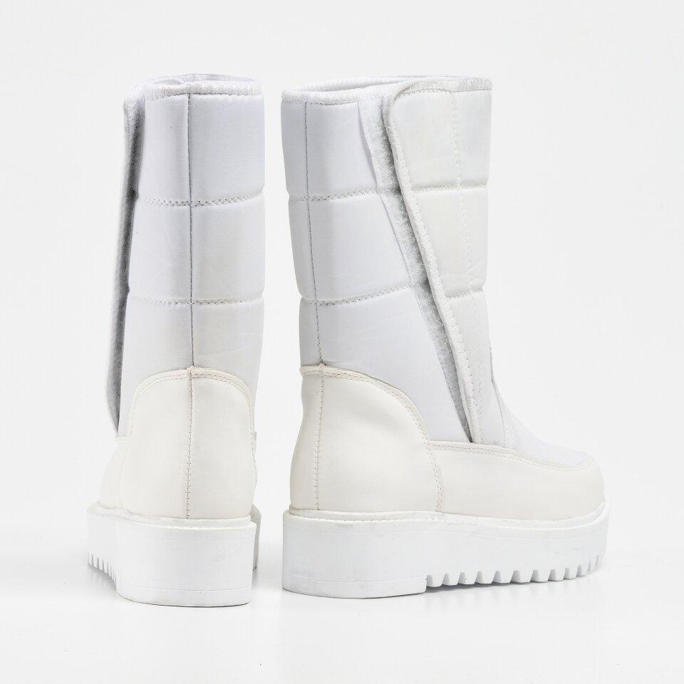 resm Beyaz Yaya Kadın Bot&Çizme