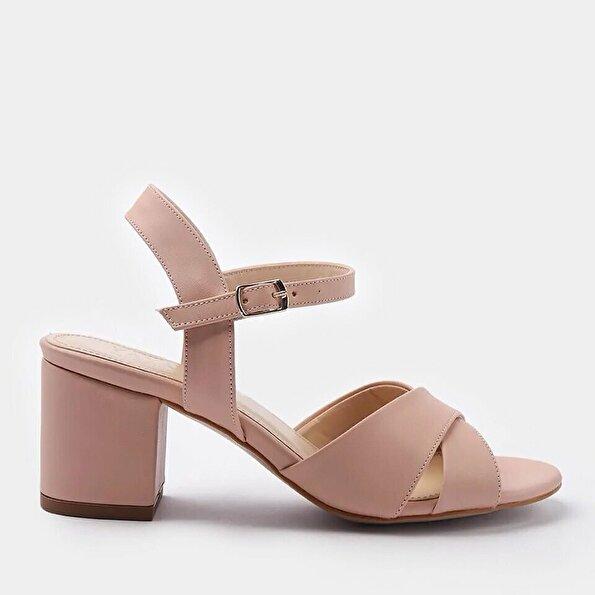 Resim Yaya Pembe Sandalet