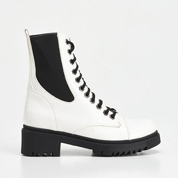Resim Beyaz Yaya Kadın Bot&Çizme