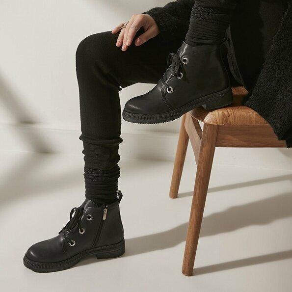 Resim Siyah Yaya Kadın Bot&Çizme