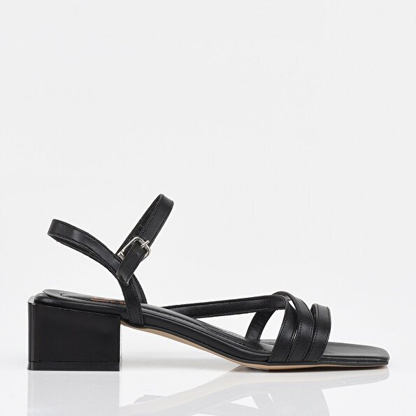 Resim Siyah Yaya Kadın Sandalet